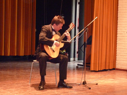 Robert Bekkers, Dutch guitarist at Netherlands India Association. Photo: H. Fransen