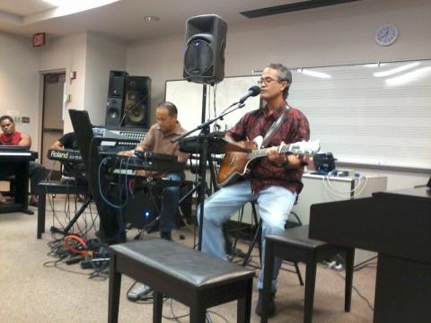 Gilbert  Emata and jimi Canha at UHMC, Maui, 9 November 2011
