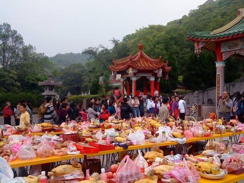 Qing Ming Jie festival in Miao Li Kung Kuan, April 2010