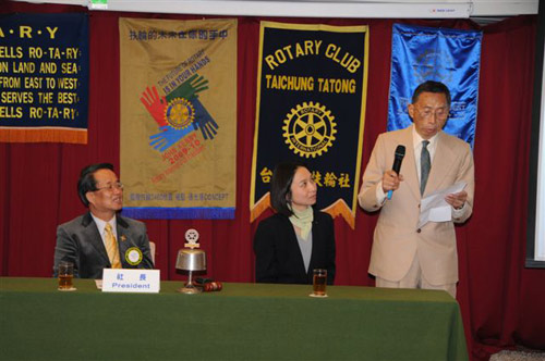Anne Ku's father gives a 2 minute speech at Tatong Rotary in Taichung, Taiwan