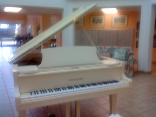 White grand piano in Kihei, Maui