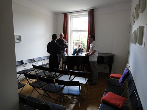 The piano room before the concert begins. Photo: Willem de Vriend