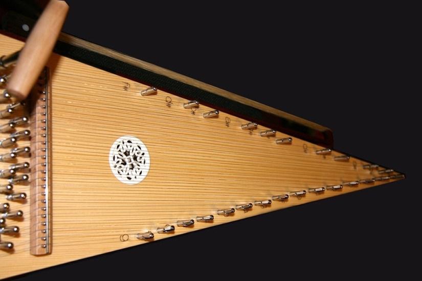 Salterio instrumento. Antecedentes del Harpejji