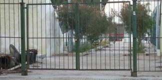 L'ingresso agli impianti sportivi, ancora chiuso