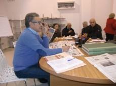 Il direttore Fernando D'Aprile alla sua postazione, pronto ad accogliere e ad ascoltare i lettori