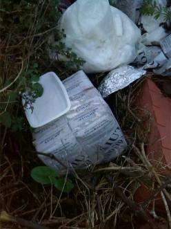 Diverse confezioni di riso, imballate e abbandonate presso la zona 167 di Parabita