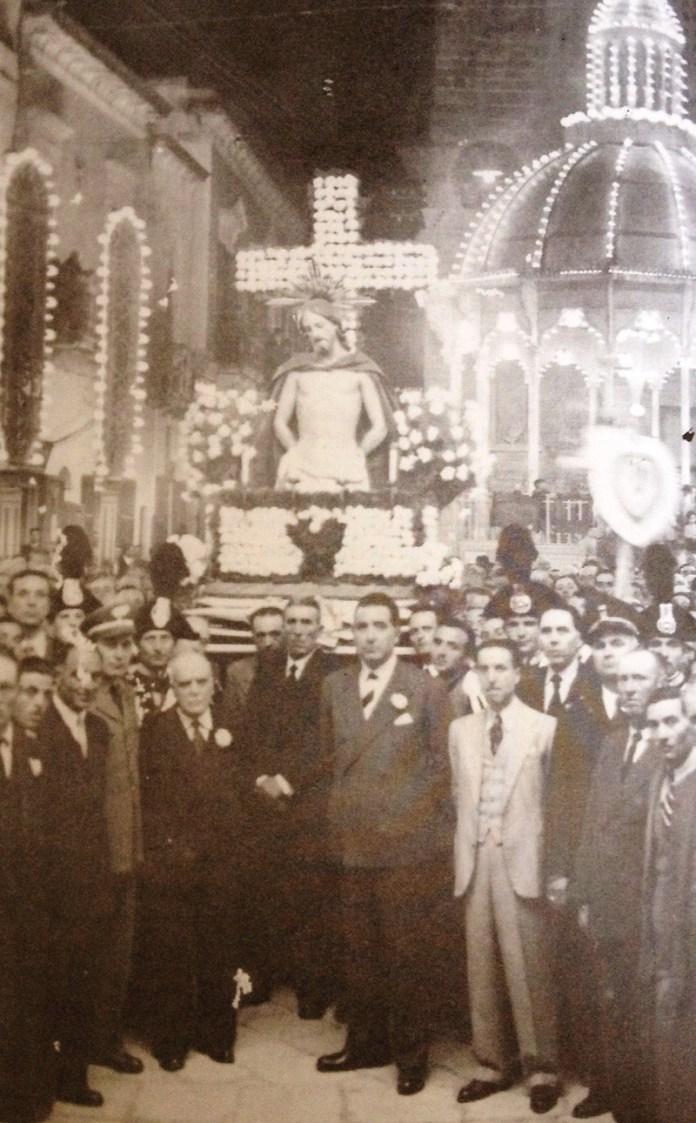 crocifisso in piazza Costadura_anno 1949