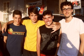 Quattro giovani universitari milanesi, Stefano, Roberto, Manuel e David che hanno trascorso una settimana a Mancaversa e che hanno apprezzato molto i locali di Gallipoli