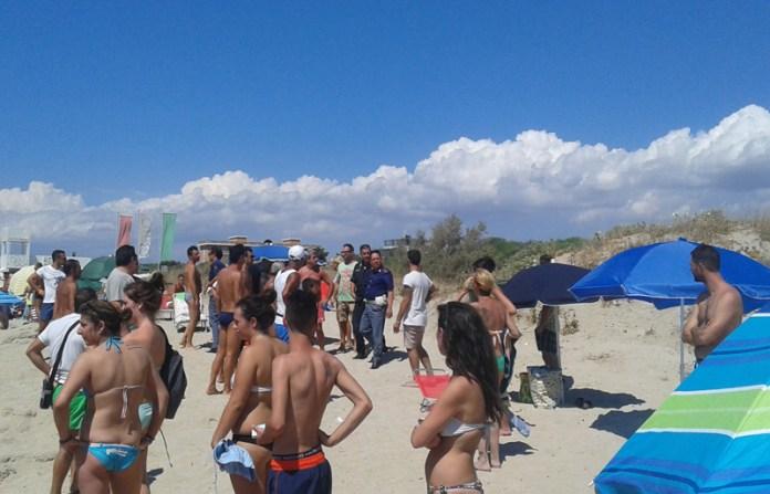 rissa in spiaggia polizia