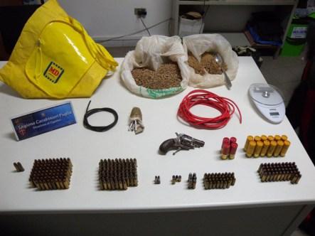 Pistola, proiettili ed esplosivo ritrovati dai carabinieri