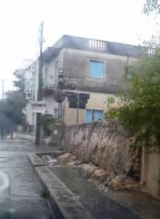 Il canale di scolo su via Gallipoli intasato dalle acque