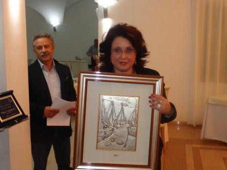 Maria Teresa Prtotopapa con il premio ricevuto