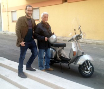 I due con la Vespa 150 cc di Stefano