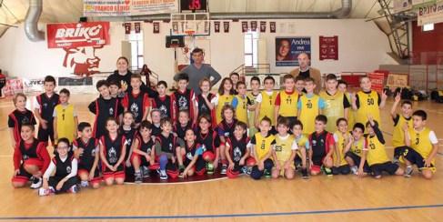 I ragazzini del minibasket con Fabiana Liquori