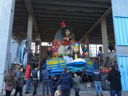 Il carro dedicato agli artisti che hanno partecipato al Parco Gondar in questi anni