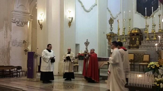Benedizione con la reliquia della santa Croce