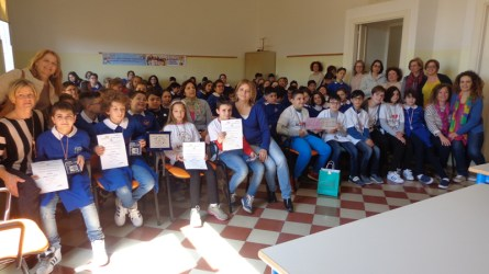 In prima fila, i ragazzi impegnati nelle Olimpiadi di Italiano ed in quelle di Problem solving.