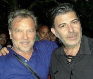 Mino De Santis con Franco Simone, artista internazionale di Acquarica del Capo, presente alla presentazione dell'ultimo disco del cantautore di Tuglie