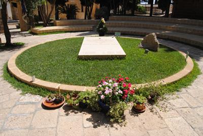La tomba di don Tonino ad Alessano