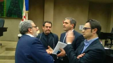 il sindaco Stefàno (al centro) e il presidente Emiliano
