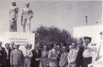 Il monumento dell'Emigrante a Neviano