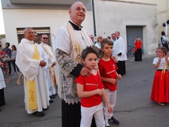 Monsignor Angiuli e i ragazzi della Piccola Ronda