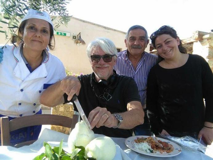 Ricky Tognazzi a Masseria Brusca con la famiglia Zuccaro (proprietaria della struttura)