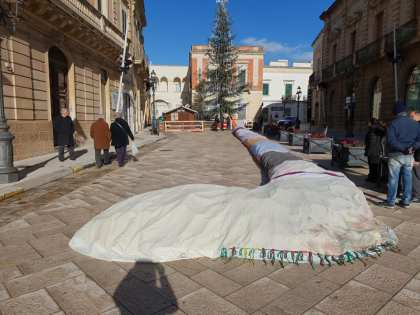 Casarano, la calza della Befana in piazza Indipendenza
