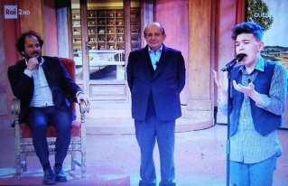 Matteo Fasano ai Fatti Vostri su Rai 2 con Giacarlo Magalli e il maestro Leonardo De Angelis