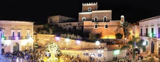 Parabita-il-castello e il centro (foto Leonardo Greco)