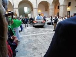 Casarano, l'arrivo delle spoglie di San Giovanni elemosiniere nel chiostro comunale)