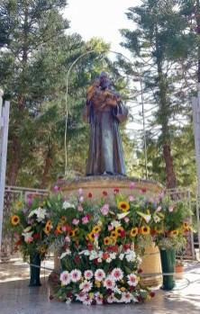 Taviano, la statua di San Pio
