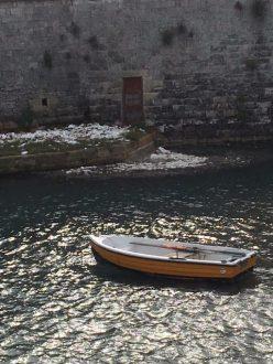 Polistirolo raccolto dal mare e depositato vicino al Rivellino ggruppato