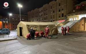 Coronavirus, la tenda filtro nell'ospedale di Galatina