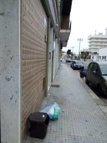 Gallipoli, rifiuti non ritirati per strada