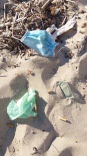 """""""nuovi """" rifiuti in riva al mare"""