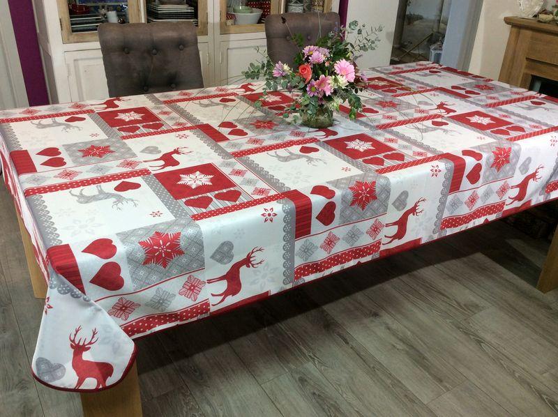 nappe noel patchwork cerfs coeurs et flocons de neige gris rouge rectangulaire 150x240 cm 100