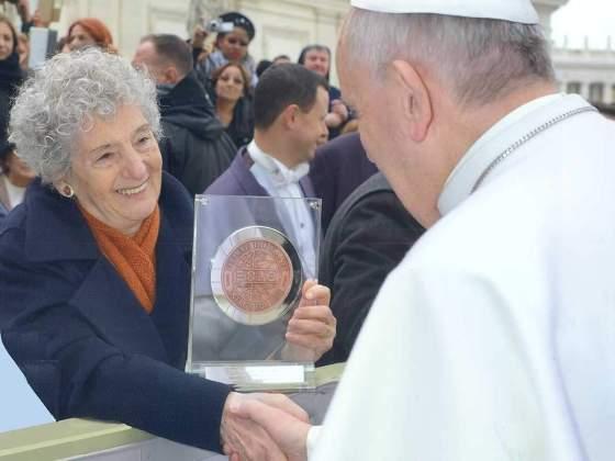 moneta expo 2015 coniata dalla picchiani e barlacchi consegnata al papa