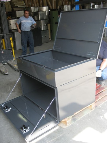 Cassoni e cassette porta attrezzi in acciaio inox su misura per camion autocarri e rimorchi