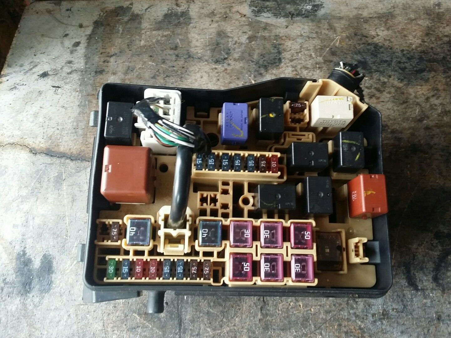 hight resolution of 2003 toyota avensis verso 2 0 petrol fuse box 1 of 1free shipping