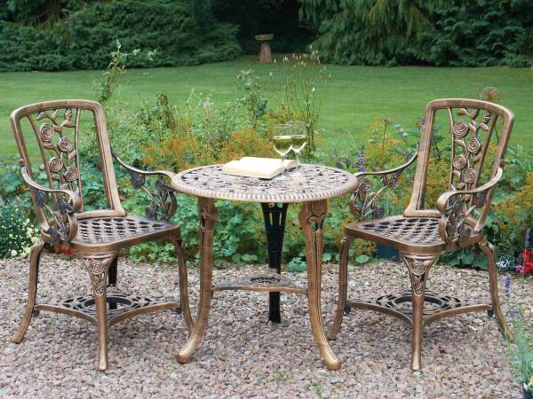 Vintage Patio Furniture Table and Chairs