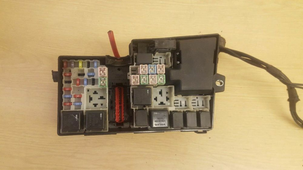 medium resolution of volvo s40 v50 fuse relay box 8688040 1 of 3only 1 available see more