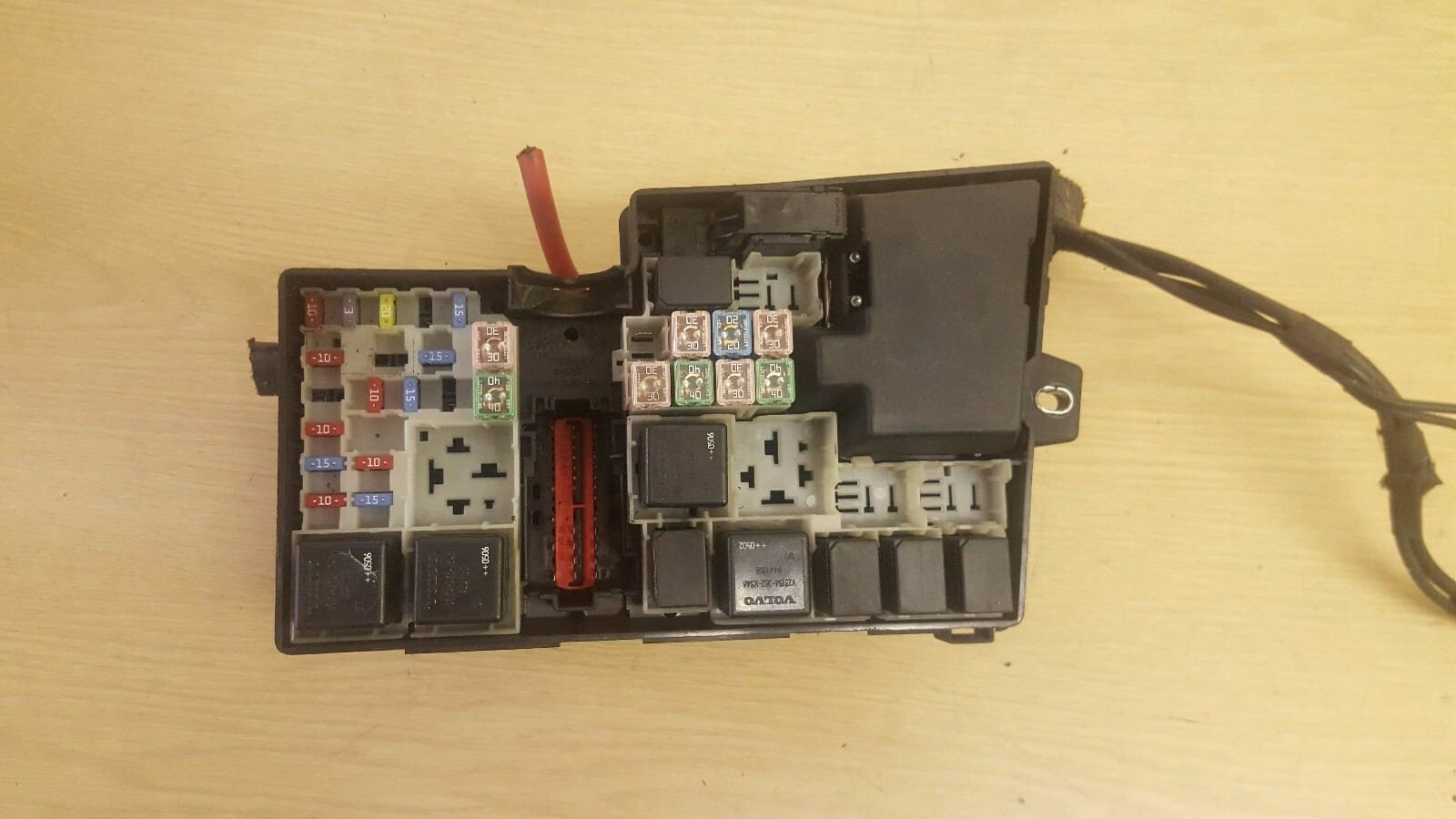 hight resolution of volvo s40 v50 fuse relay box 8688040 1 of 3only 1 available see more