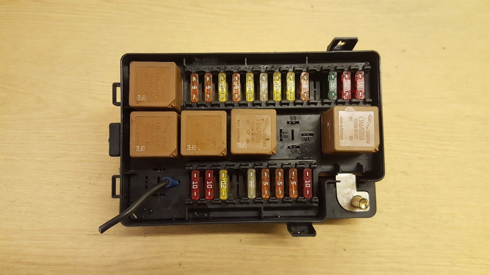 hight resolution of jaguar xj x308 xj8 fuse box lnf2822ab 1 of 3only 1 available