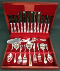 ROYAL ALBERT 51 Piece Boxed Silver Plated Cutlery Set ...