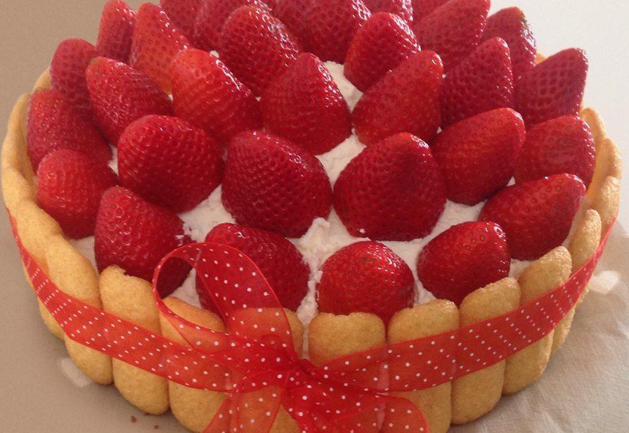 Torta panna e fragole