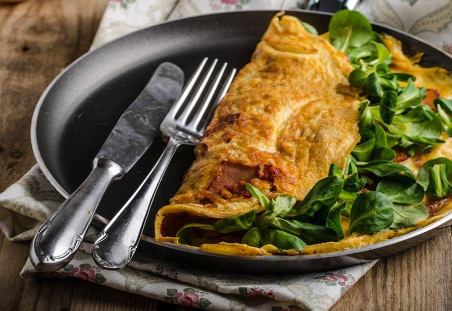 Omelette al salame e valerianella