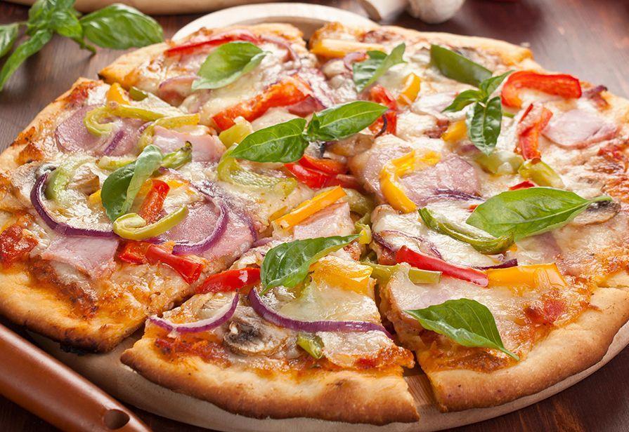 Pizza peperoni e prosciutto