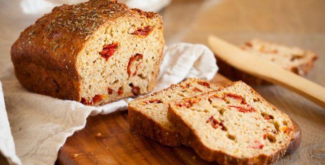 Pane al timo e pomodori secchi