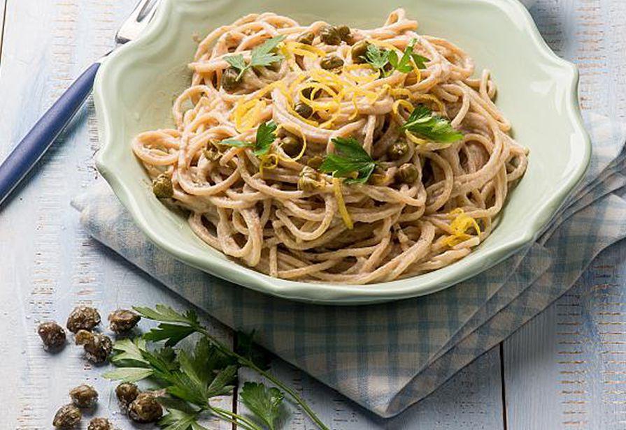 Spaghetti estivi al tonno e capperi